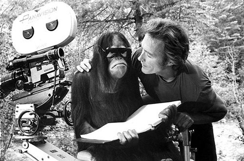 Clint-Eastwood-and-Manis-the-orangutan-on-the-set-of-Every-Which-Way-But-Loose